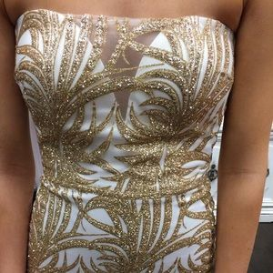 Super comfy! Gorgeous gold and white prom dress.